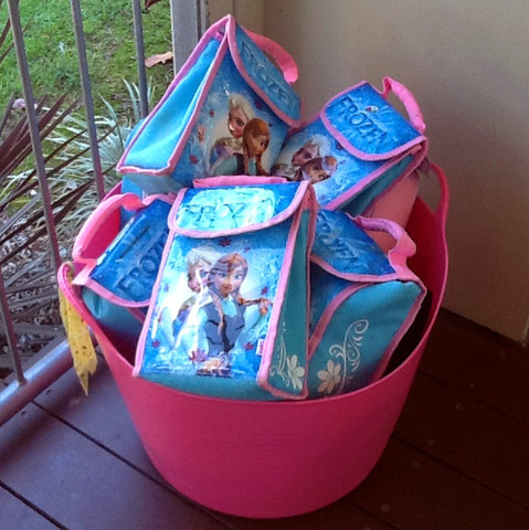 Lunchboxes in the pink tub